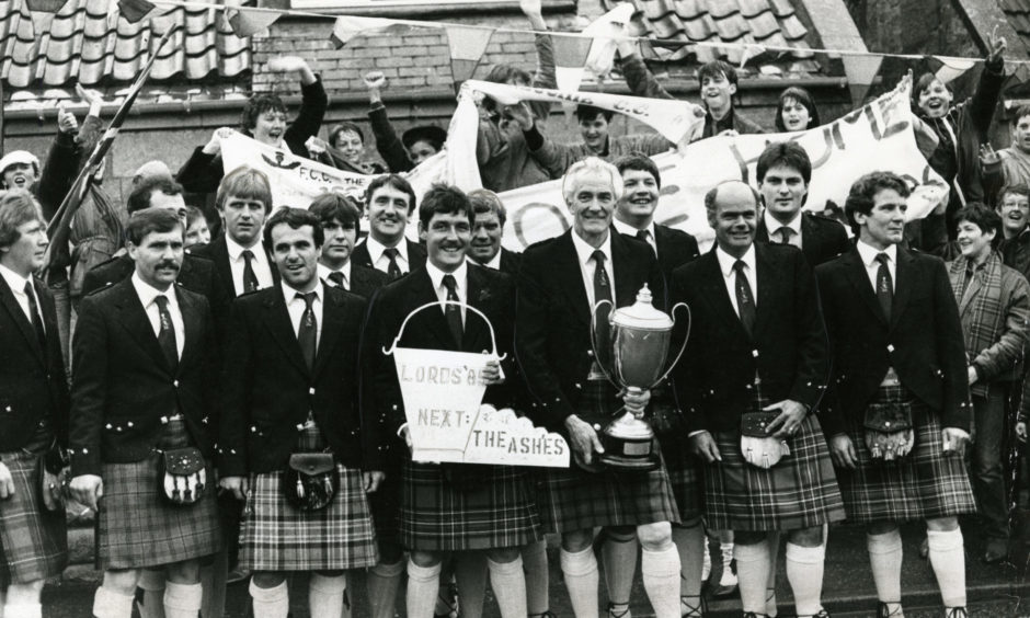 Freuchie arrive back home with the trophy in 1985.