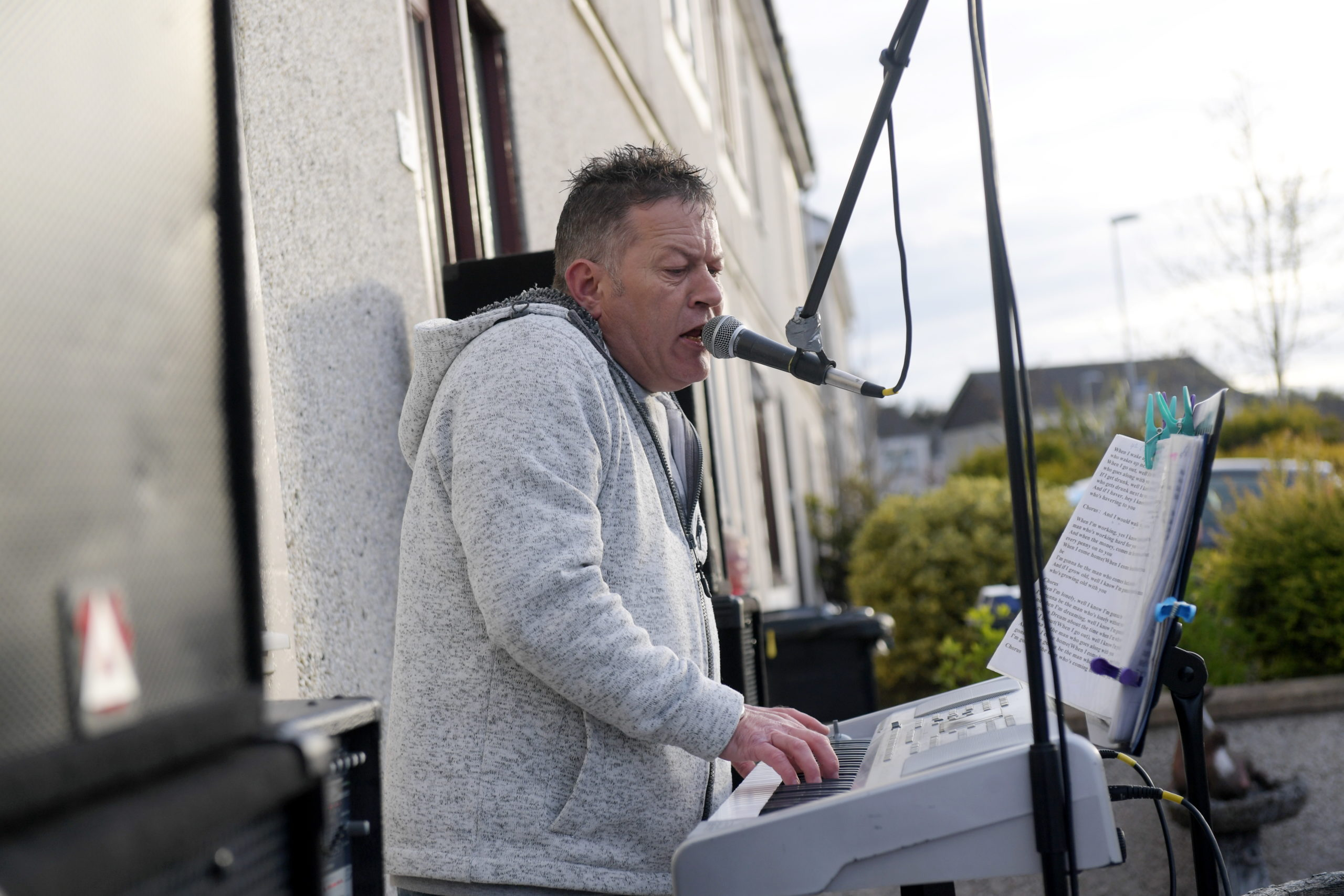 Adam Lawrence has been playing live music every Thursday in time for the NHS clap for the NHS.  Picture by Kath Flannery.