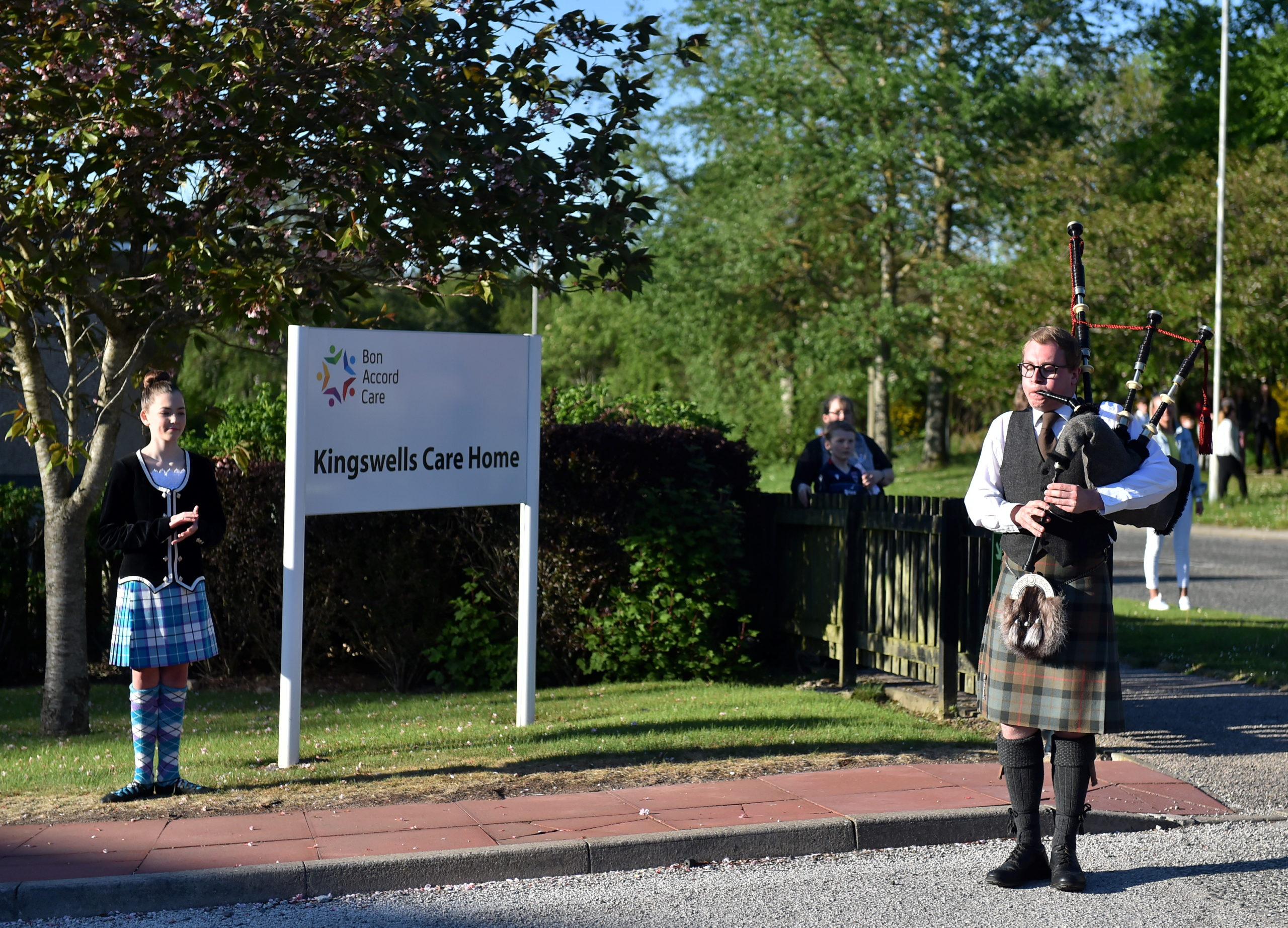 CR0021461  Kingswells Care Home, Bon Accord Care.  Pictured - Dancer Georgina Crampton and Piper Chris Sibbald.  Picture by Scott Baxter    21/05/2020