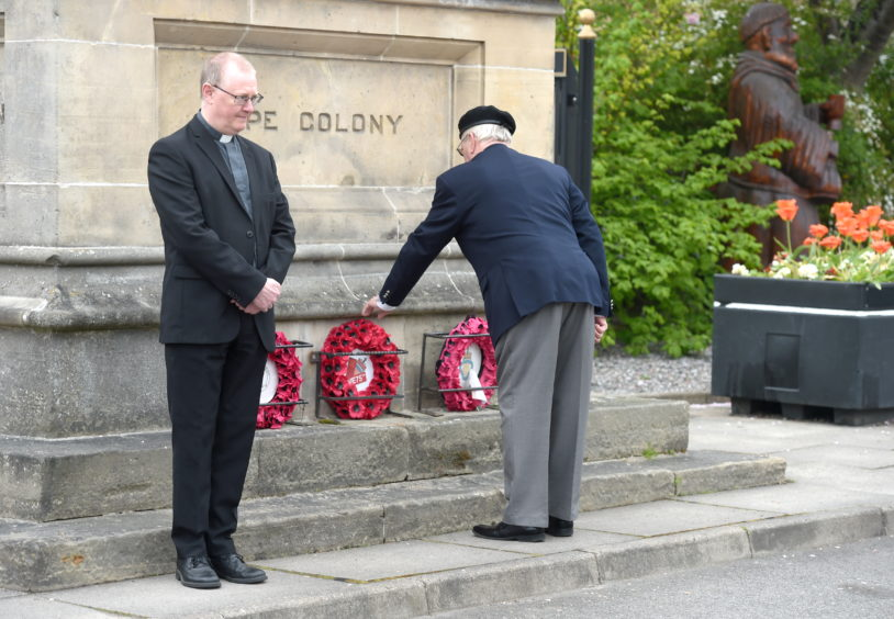 Vice Chairman Trevor Carnall lays a wreath. Picture by Sandy McCook