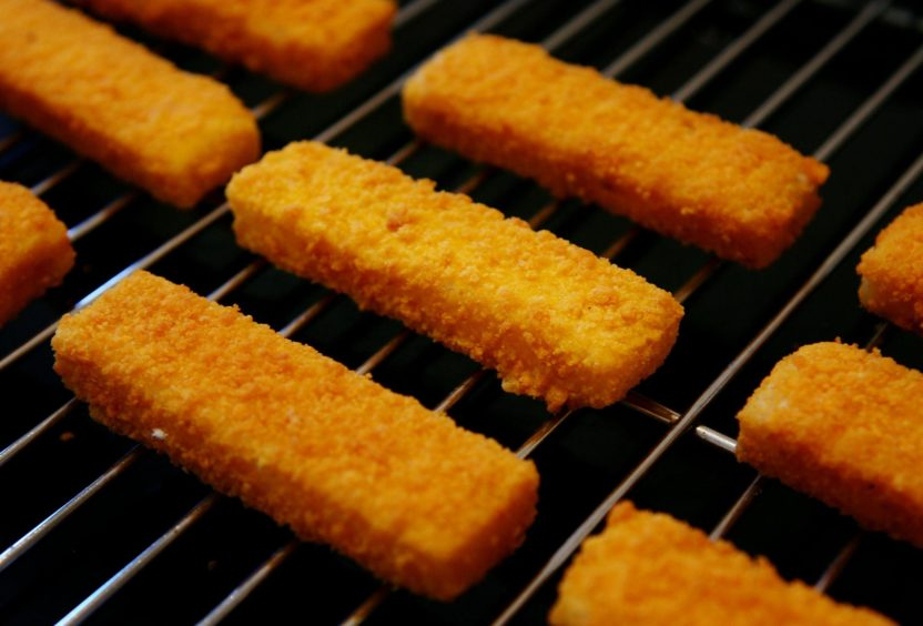Birdseye Fish Fingers ready to go under the grill as the Birdseye factory in Hull prepares for closure.  PRESS ASSOCIATION Photo. Photo date: Thursday January 11, 2007. A Birds Eye frozen food factory is to close later this year with the loss of hundreds of jobs and production moved to Germany, shocked workers were told today. The GMB union said production was halted at the Hull plant this morning and workers were given the grim news. According to the union, 600 jobs will be lost, although the company said the announcement involved around 490 redundancies. See PA story INDUSTRY Jobs. Photo credit should read: Gareth Fuller/PA Wire