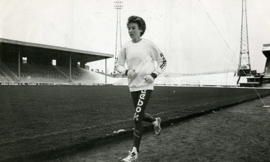 Athlete Liz Lynch (Liz McColgan) pictured during a training session.