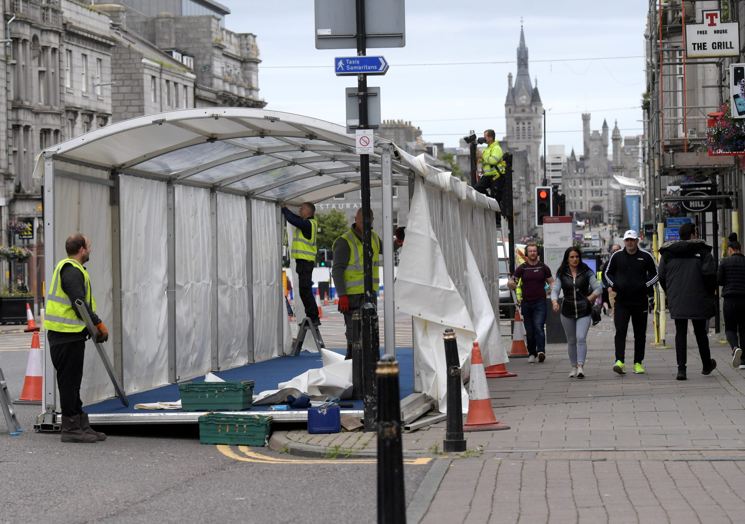 New structure being put up on Union Street. Coronavirus. Covid-19. 08/07/20 Picture by KATH FLANNERY