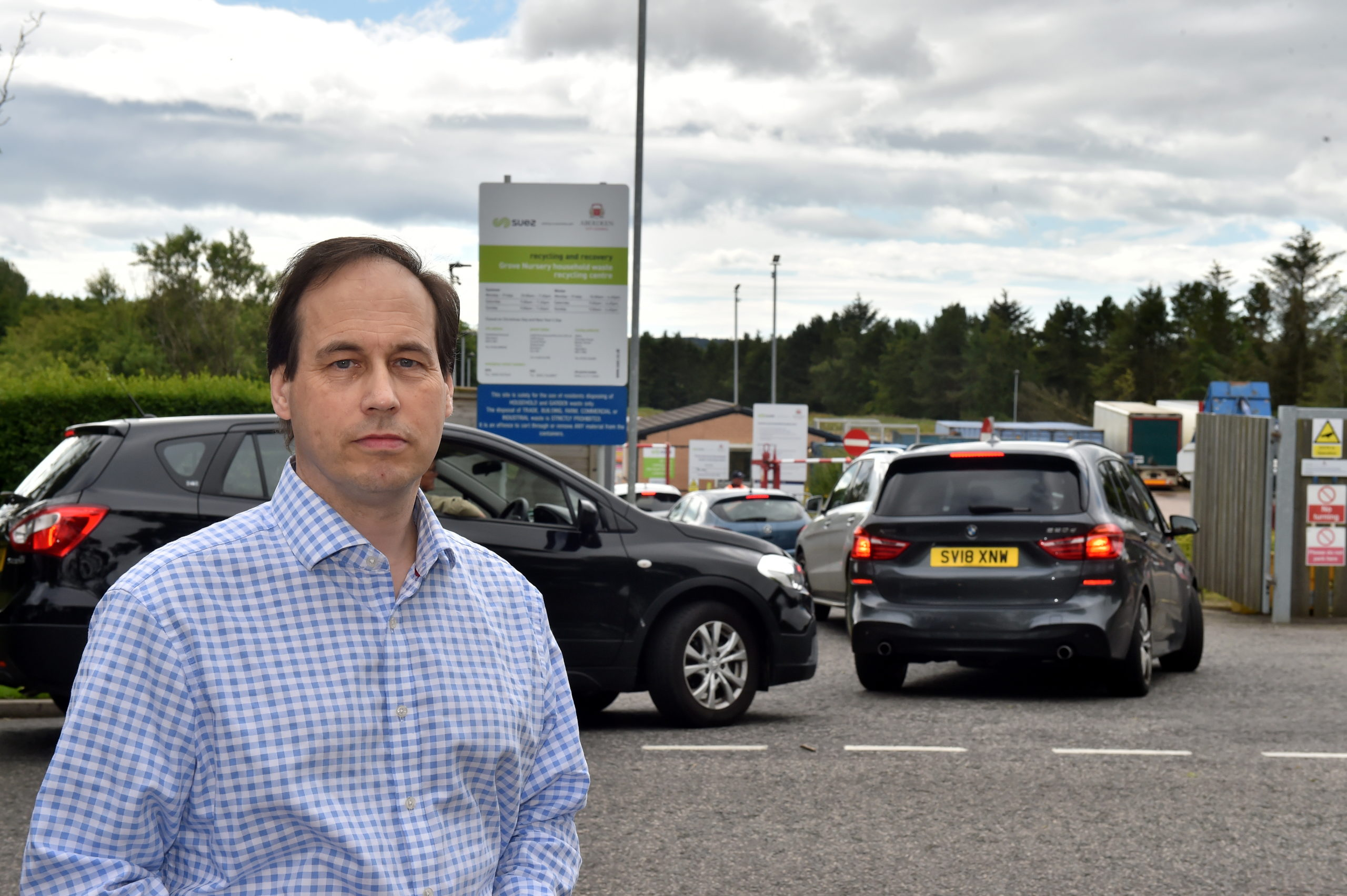 Councillor Martin Greig is calling for the one-way system in Hazlehead Avenue to be reintroduced.