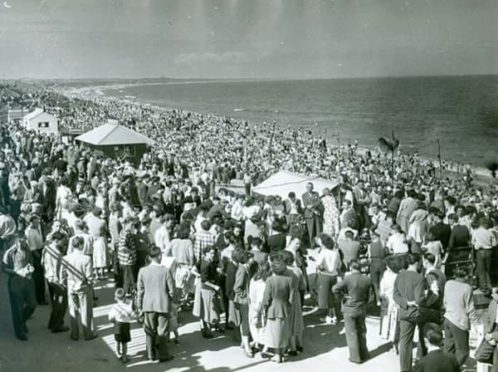 People enjoying a trip to Aberdeen Beach in the 1950s