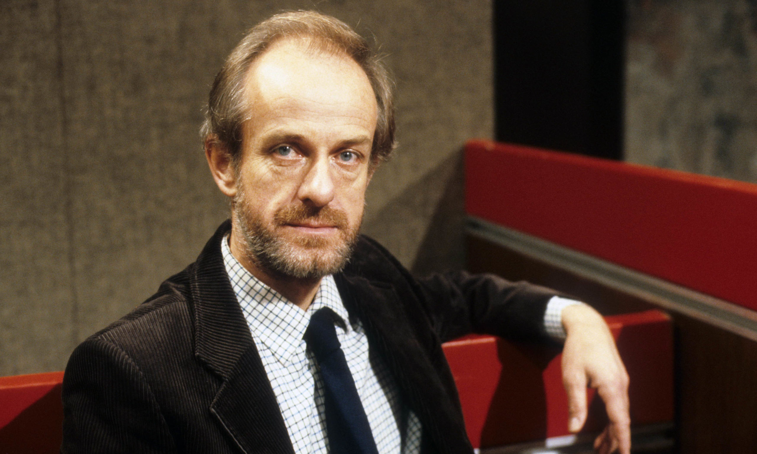 Editorial use only Mandatory Credit: Photo by ITV/Shutterstock (1277458cd) Julian Curry as Dr Peter Curtis 'Crown Court' TV Programme. - 1983 BRAINWASHED Roy Howard and wife Jennifer are accused of kidnapping and imprisoning their daughter Clare.