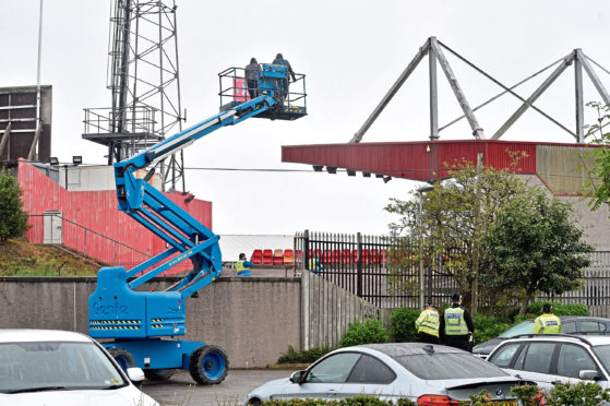 Aberdeen Fans on a cherry picker outside Pittodrie Stadium, Aberdeen as Aberdeen FC take on Rangers FC behind closed doors. Picture by Darrell Benns.