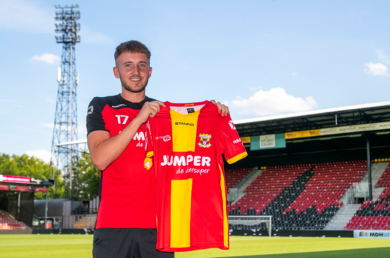 Frank Ross has joined Go Ahead Eagles.