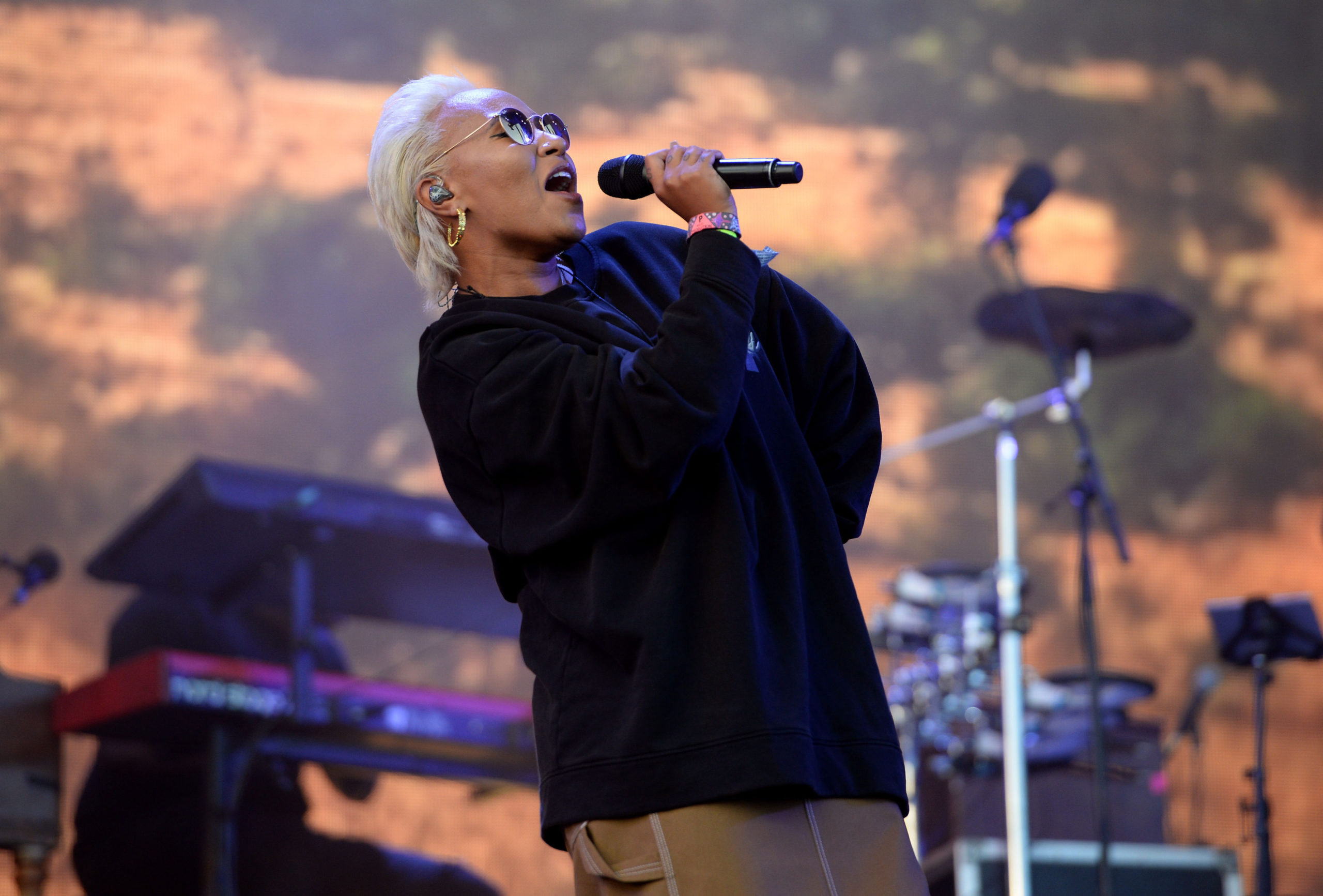 Emily Sande performing on the Other Stage at Glastonbury Festival, at Worthy Farm in Somerset. PRESS ASSOCIATION Photo. Picture date: Sunday June 25, 2017. See PA story SHOWBIZ Glastonbury. Photo credit should read: Ben Birchall/PA Wire