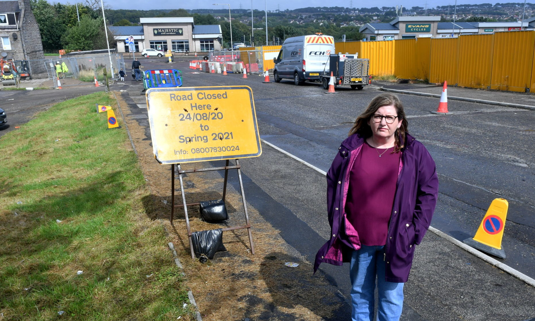 Councillor Jackie Dunbar raised concerns with Haudagain contractor  Farrons about the impending closure of Manor Drive.