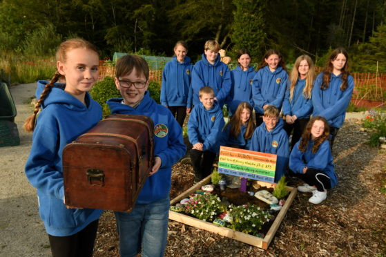 P7 pupils from Kemnay Primary School. Picture by Kenny Elrick.