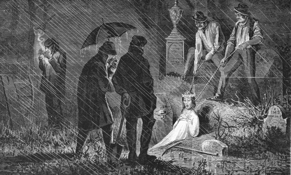 A wood engraving of bodysnatchers at work in 1868.