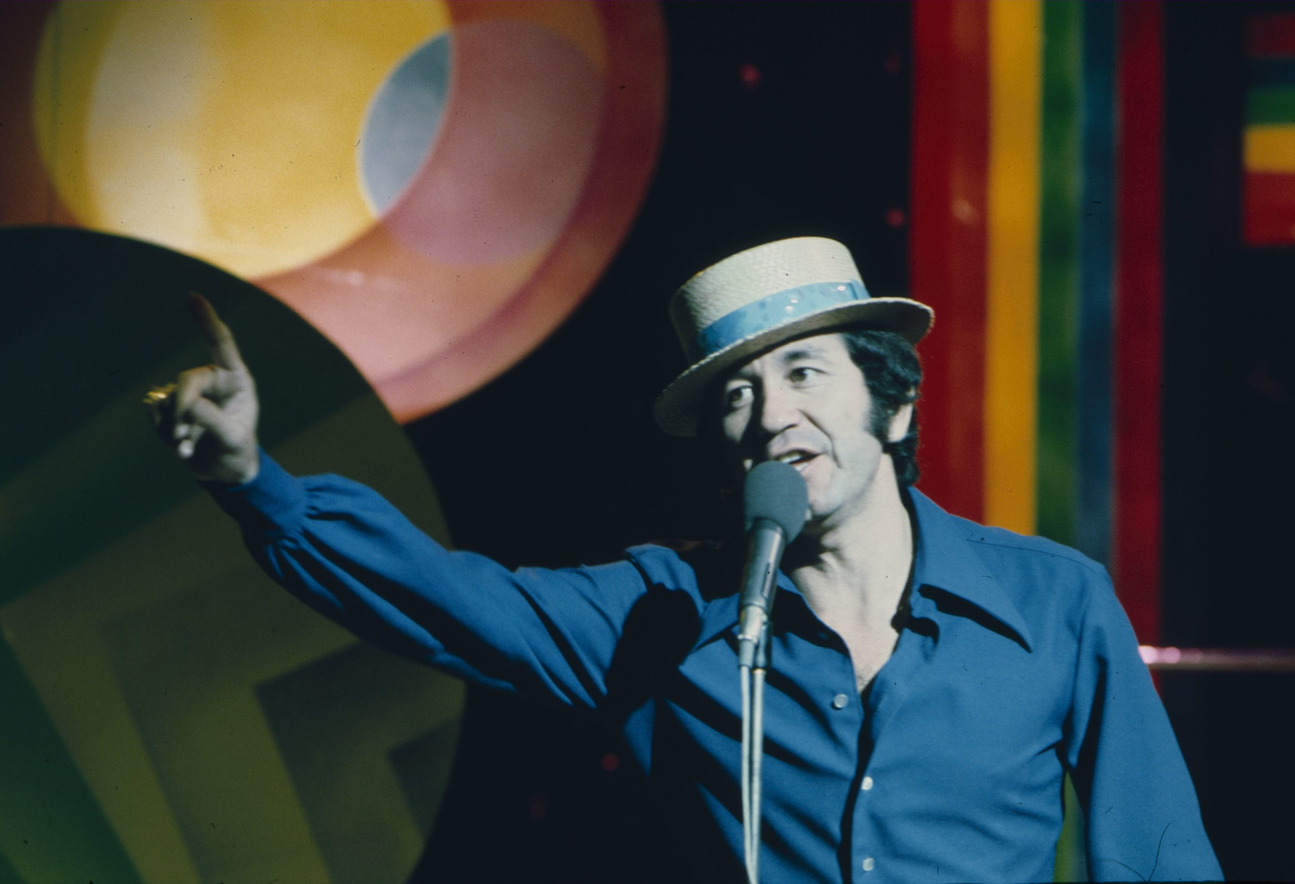 Editorial use only Mandatory Credit: Photo by Shutterstock (4767766dv) Trini Lopez 'Rock on with 45' TV Programme.  - 1975