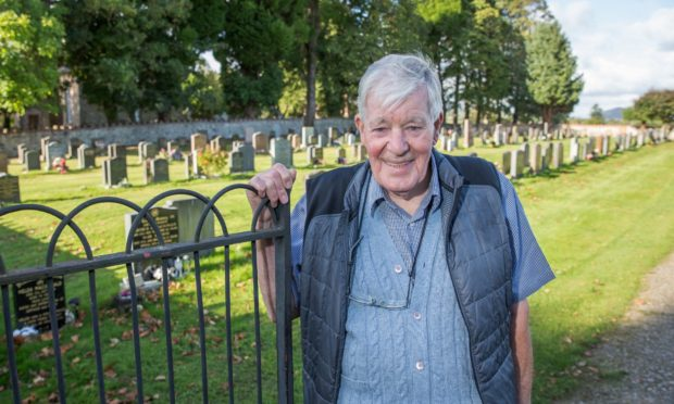 David Sutherland visits the grave of his father he never met.