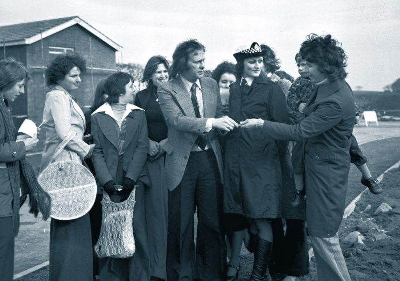 The first phase of an ambitious scheme to provide 1,000 new homes at Bridge of Don, was kicked off in 1977 by Denis Waterman, star of the TV series The Sweeney. Denis opened a new showhouse at Middleton Park.
