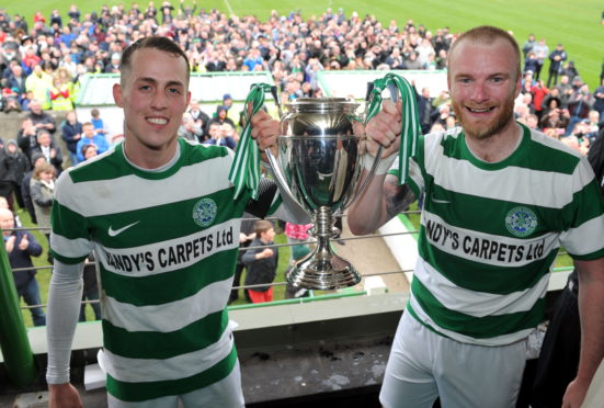 Lewis MacKinnon (right) with Buckie Thistle skipper Kevin Fraser and the 2017 Highland League title.