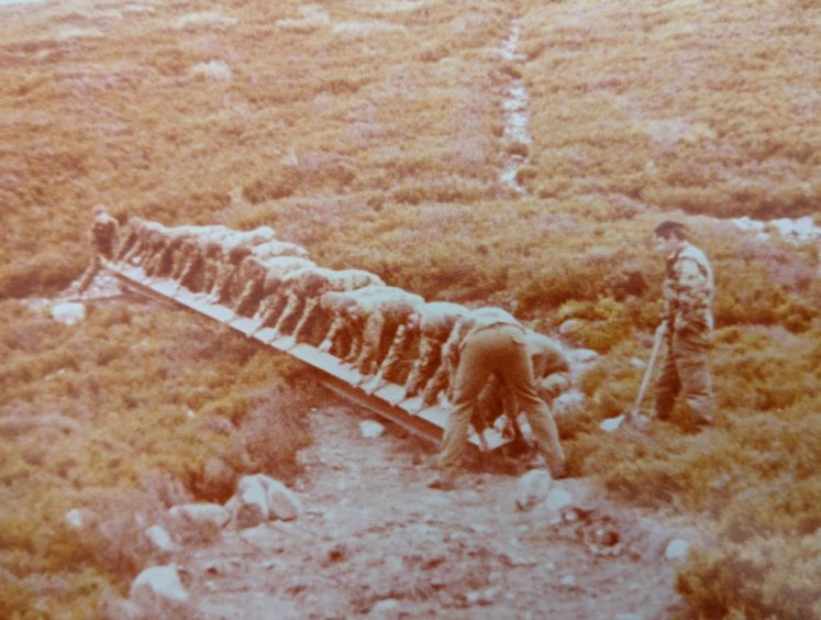 Images of Utsi's Bridge under construction in the late 1970s.