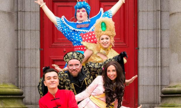 The cast of the 2019 Aberdeen Art Centre panto.