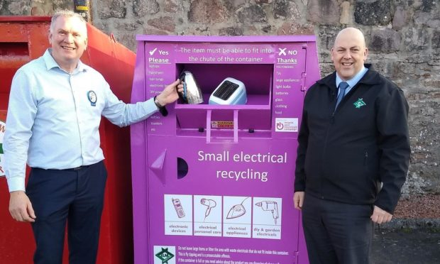 Jonathon Merriman, store manager, Tesco Dingwall and Martin Macleod, CEO at ILM Highland