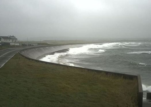 Weather warnings for drivers on the Western Isles: A live camera has been installed to catch weather action at Braighe causeway.