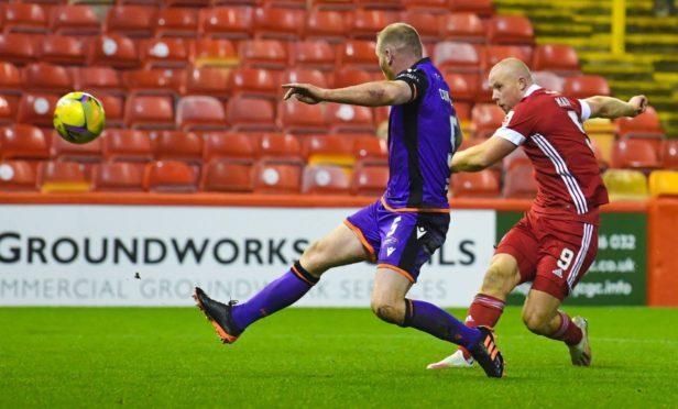 Aberdeen's Curtis Main shoots at goal.