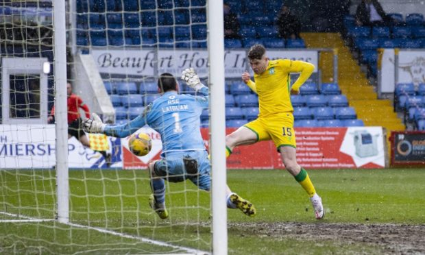 Hibernian's Kevin Nisbet makes it 2-1 against Ross County.