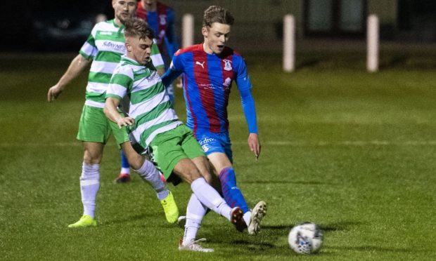 Mark McLauchlan, left, and Roddy MacGregor battle for the ball