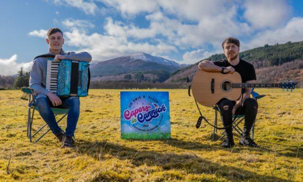 Calum MacPhail and Sean Cousins of headline band Hò-rò