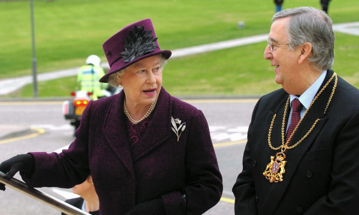 The Queen formally opens Royal Aberdeen Children's Hospital with Lord Provost John Reynolds in 2005.
