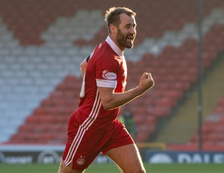 Aberdeen's Niall McGinn celebrates his goal to make it 1-1.
