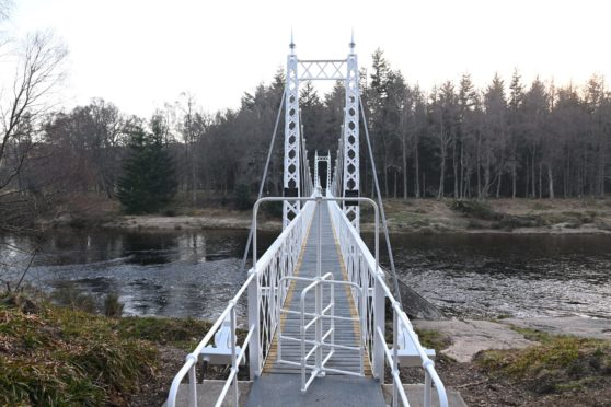 The turnstile at the Cambus O'May suspension bridge poses problems for those with limited mobility and others.  Picture by Paul Glendell     01/04/2021