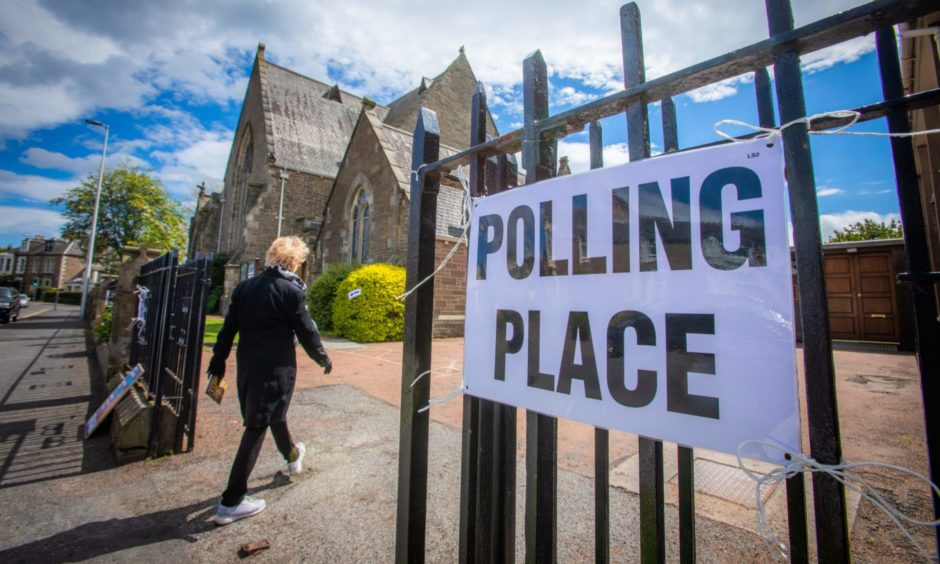 Poll trackers opinions on voting intentions for the upcoming Scottish Parliament elections.