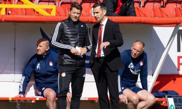 Aberdeen manager Stephen Glass talks with coach Allan Russell.
