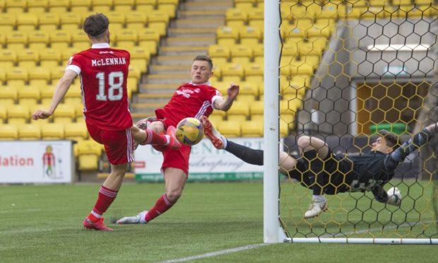 Aberdeen's Callum Hendry scores to make it 1-0 against Livingston.