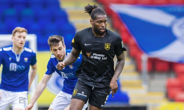 Jay Emmanuel-Thomas has agreed a two-year deal with Aberdeen