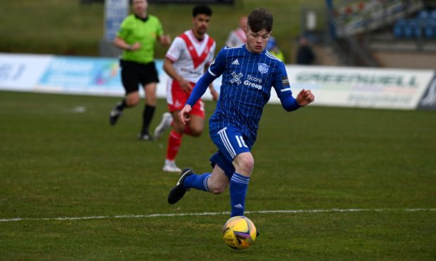 Derryn Kesson is staying with Peterhead