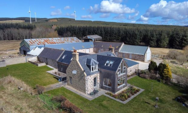 Myreton is a stunning farmhouse which has been extensively renovated and extended throughout.