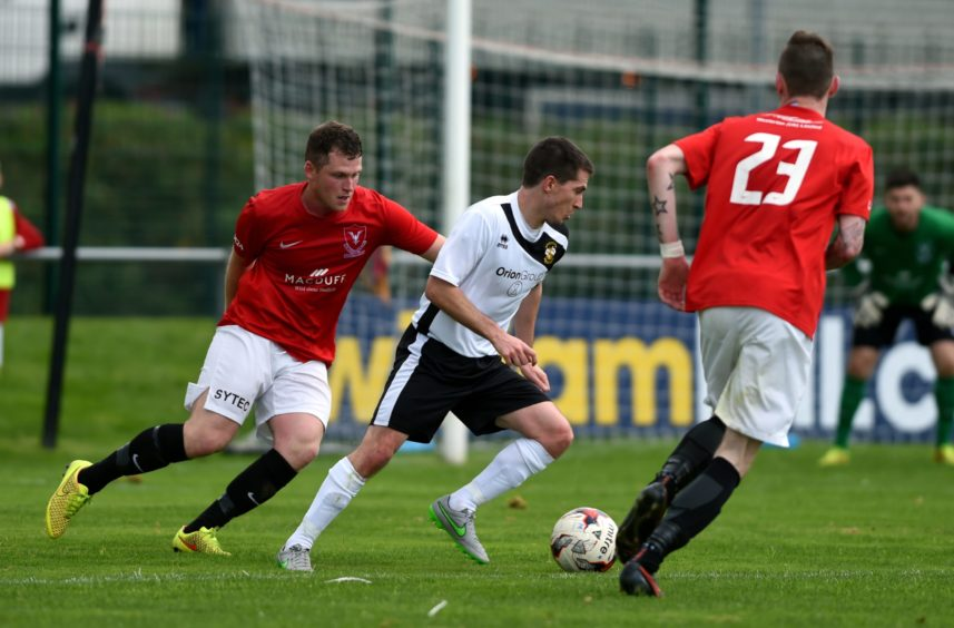 Blair Lawrie in action for Clach.