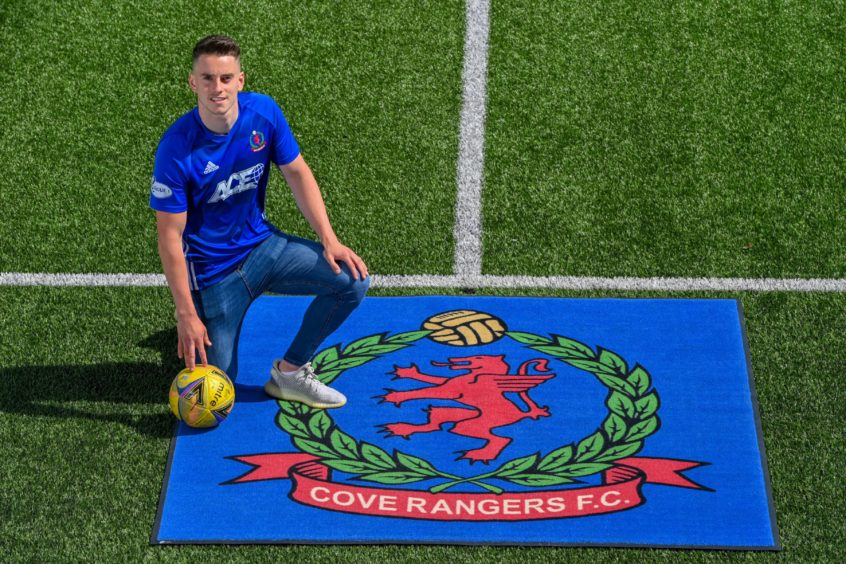 Robbie Leitch has signed a two-year deal at Cove.