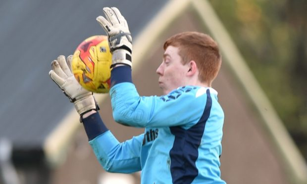 Former Rothes and Dufftown goalkeeper Sean McIntosh has joined Deveronvale