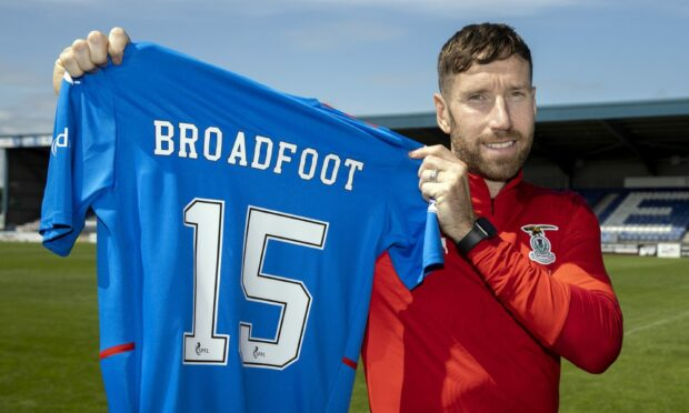 Kirk Broadfoot has joined Caley Thistle on a one-year deal.