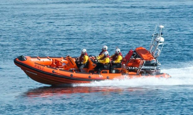 Kyle of Lochalsh lifeboat launched early this morning to rescue a stranded vessel off the coast of Skye.