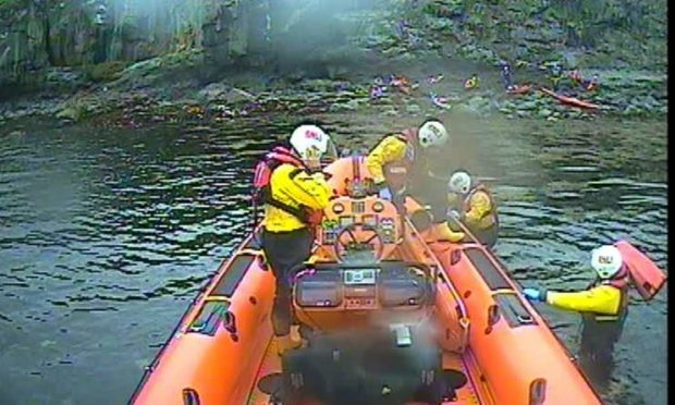 Kyle lifeboat arriving at the scene