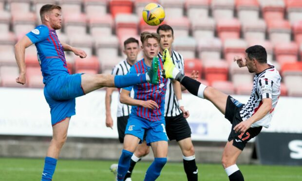 Inverness played out a stalemate with Dunfermline at East End Park.