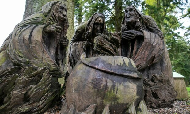 Macbeth witches at Glamis Castle