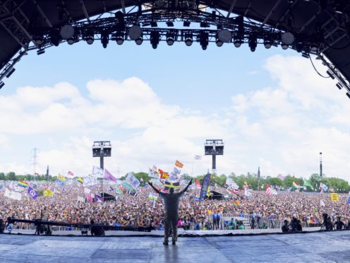 Sir David Attenborough acknowledging the Pyramid Stage audience (Verity Cunningham/BBC)