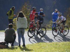 Tao Geoghegan Hart leads Jai Hindley on stage 18 of the Giro. (Fabio Ferrari/AP/PA)