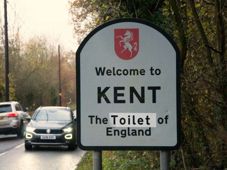 Road signs on the boundaries of Kent have been altered in protest (EU Flag Mafia/PA)