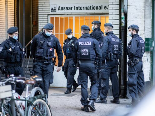 Police officers in front of a building of the Ansaar International association in Dusseldorf (dpa/AP)