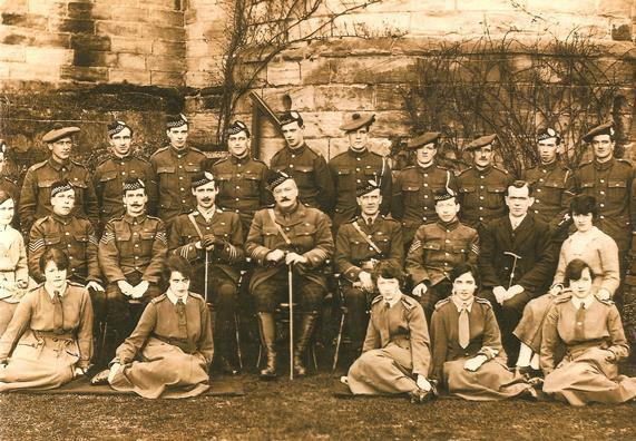 A photo taken at Stirling Castle when it was a World War 1 recruiting centre. Copyright Argyll and Sutherland Highlanders Regimental Museum
